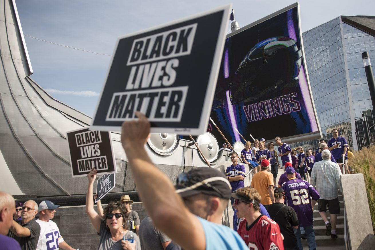 853032398.jpg.0 - The NFL is shifting social justice off itself and onto players, and the outcome will be unfair