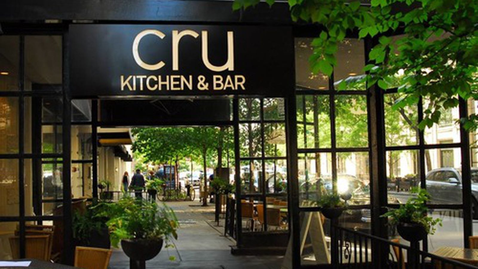 Debbie sharpe shutters cru kitchen bar eater chicago for 9 kitchen and bar roncesvalles