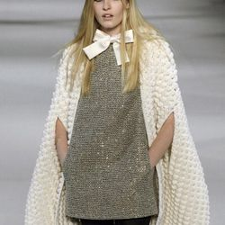 That is a bow on a cream colored cape from Hedi Slimane.