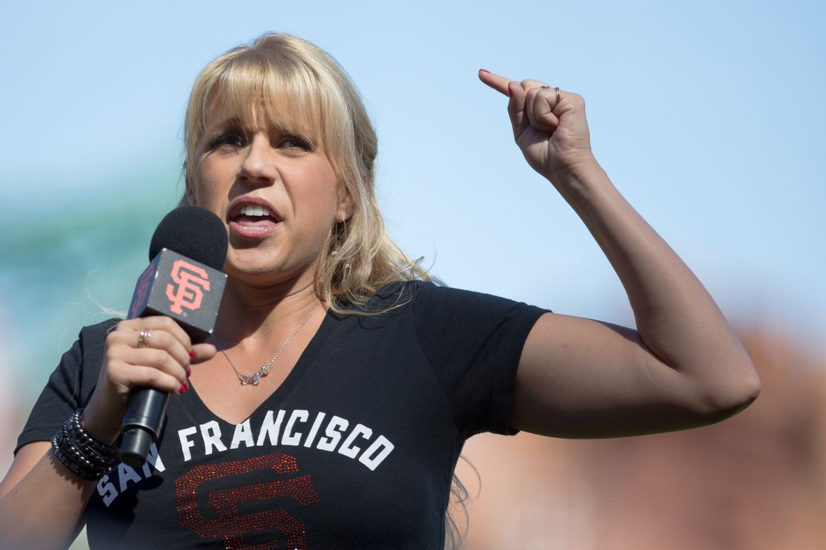 Stephanie Tanner makes an impassioned speech in defense of nostalgia, even though it will cause the downfall of America.