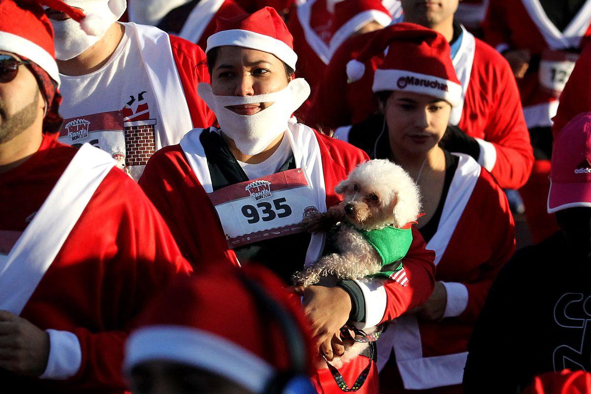 MEXICO-CHRISTMAS-RACE-SANTA