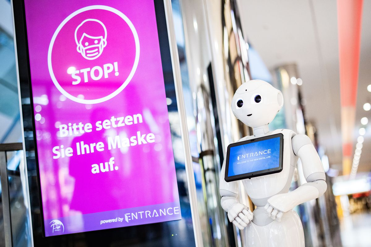 """Robot helps with control - """"Please wear a mask"""""""