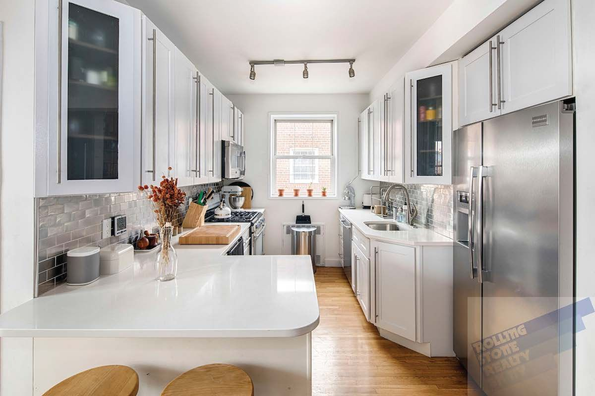 For less than $1M, an airy Greenpoint apartment with plenty of room ...