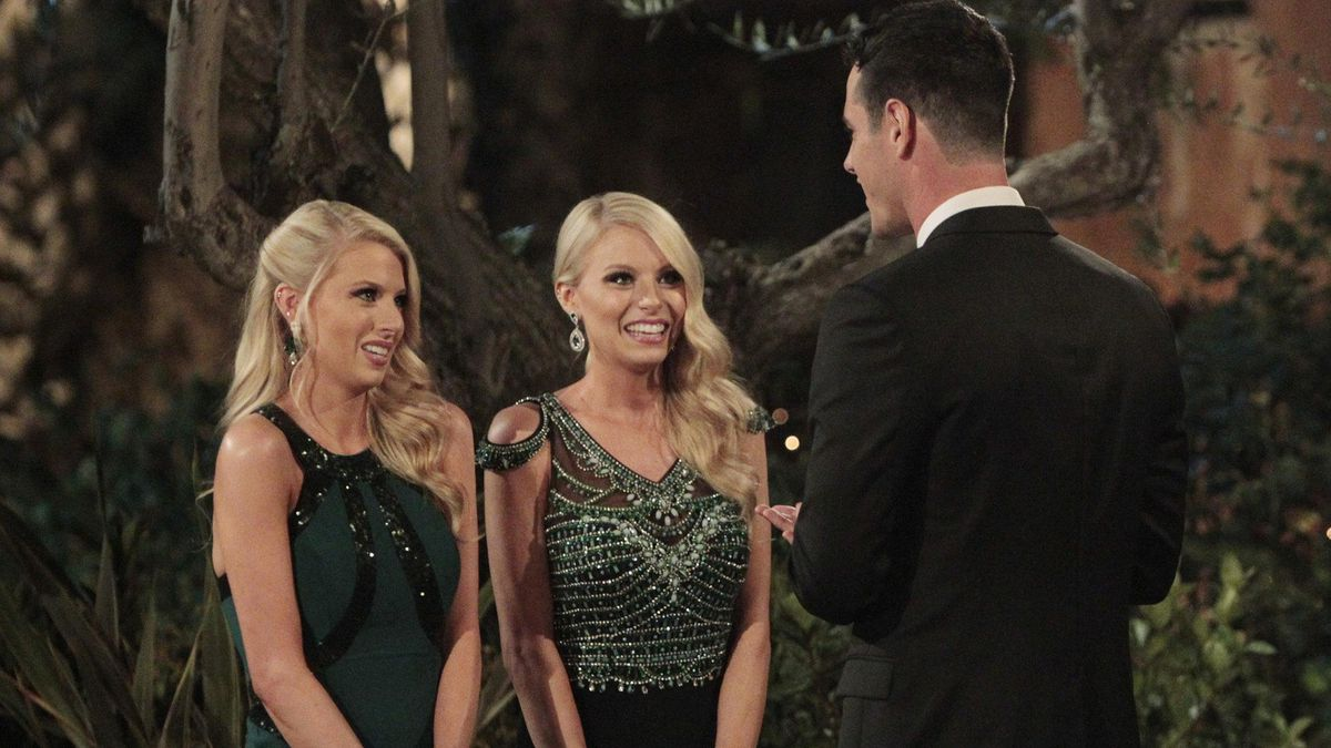Twins Emily and Hayley introduce themselves to Ben Higgins at the Bachelor mansion