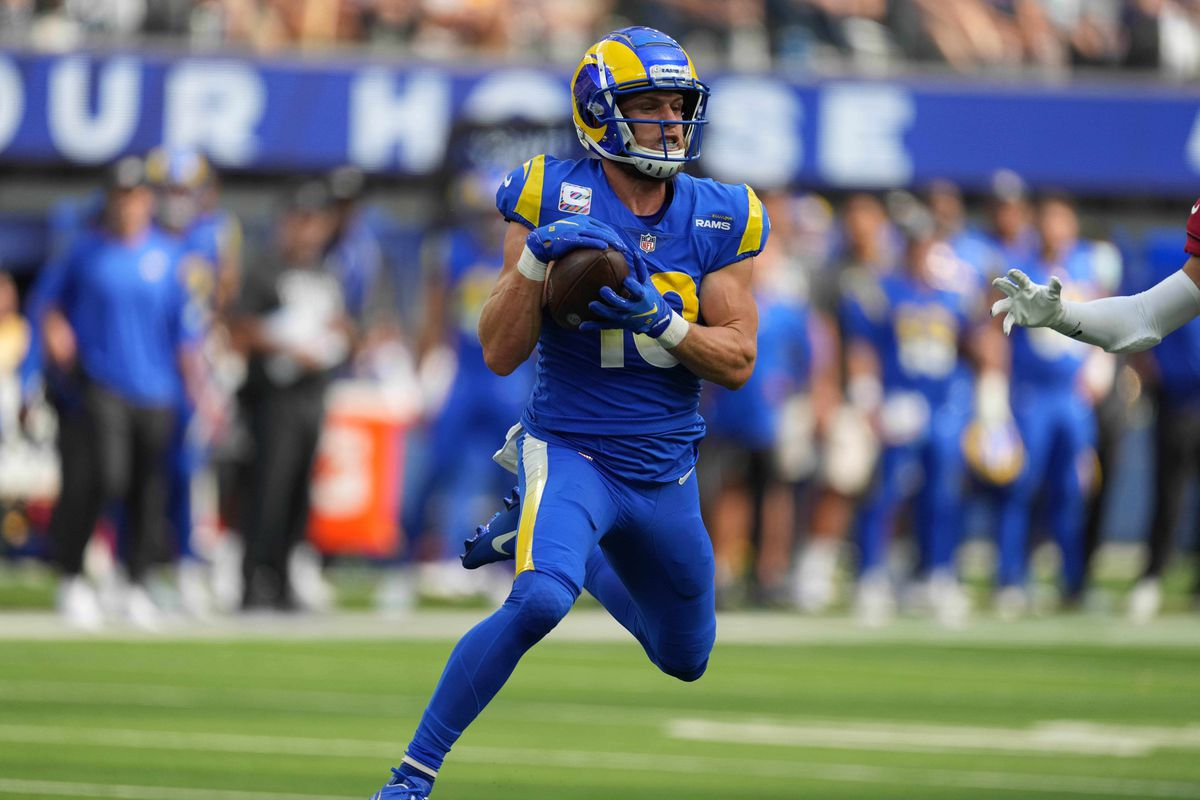 Los Angeles Rams wide receiver Cooper Kupp (10) catches a pass in the second quarter against the Arizona Cardinalsat SoFi Stadium.
