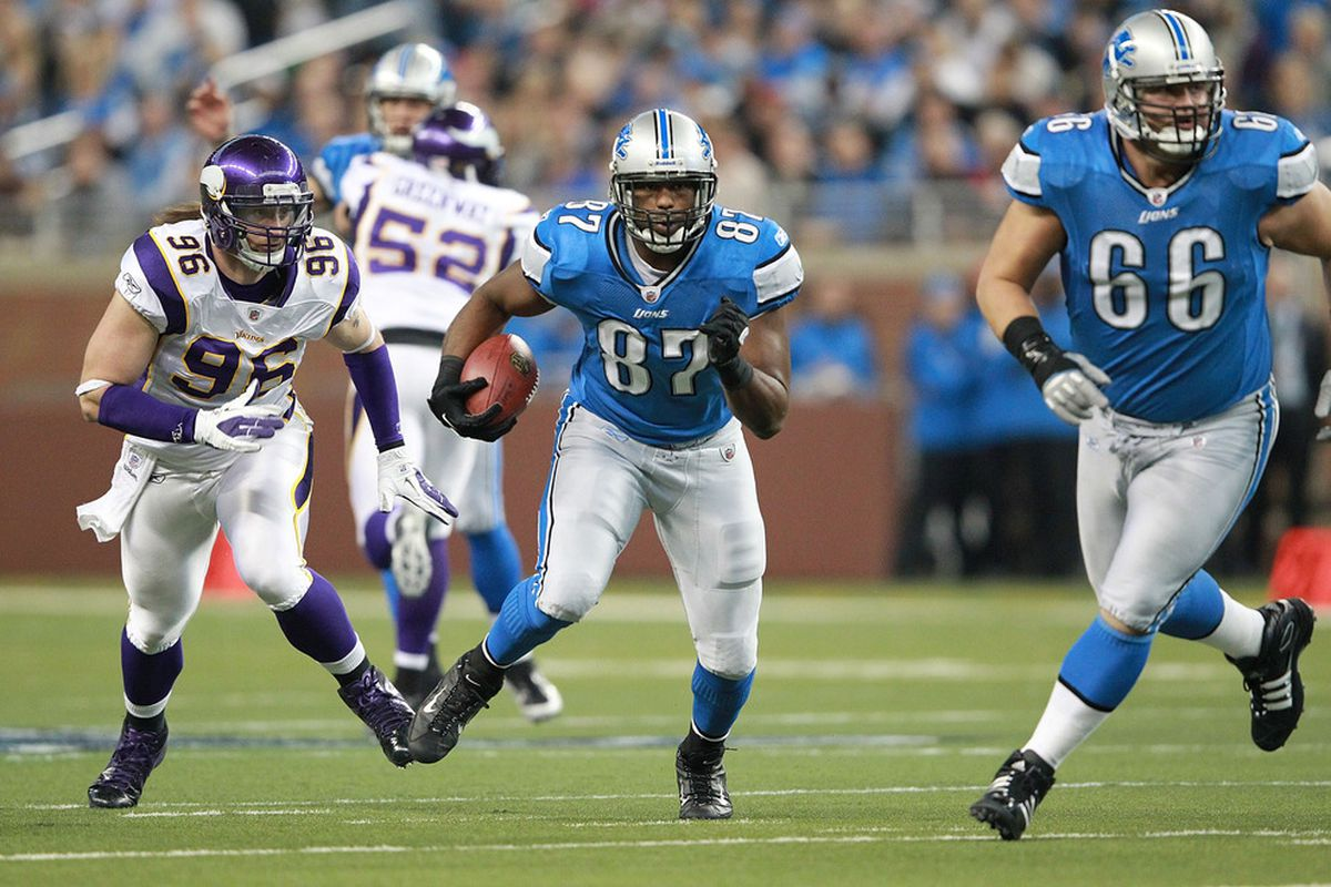 DETROIT, MI - DECEMBER 11: Brandon Pettigrew #87 of the Detroit Lions catches a pass for a first down during the game at Ford Field on December 11, 2011 in Detroit, Michigan. The Lions defeated the Vikings 34-28.  (Photo by Leon Halip/Getty Images)