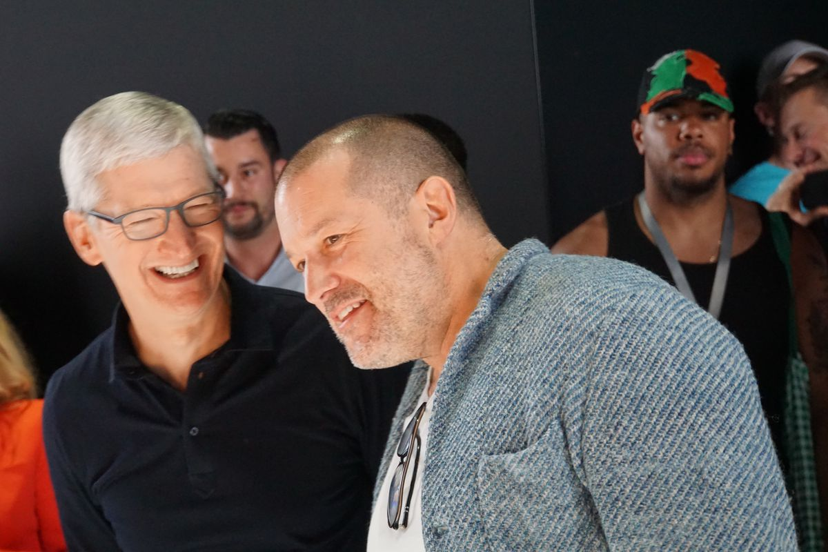 Apple boss Cook and design boss Ive