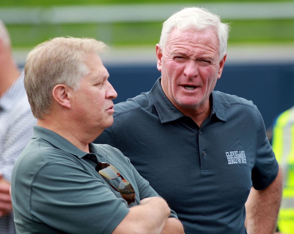 Chris Mortensen and Cleveland Browns owner Jimmy Haslam (APImages)