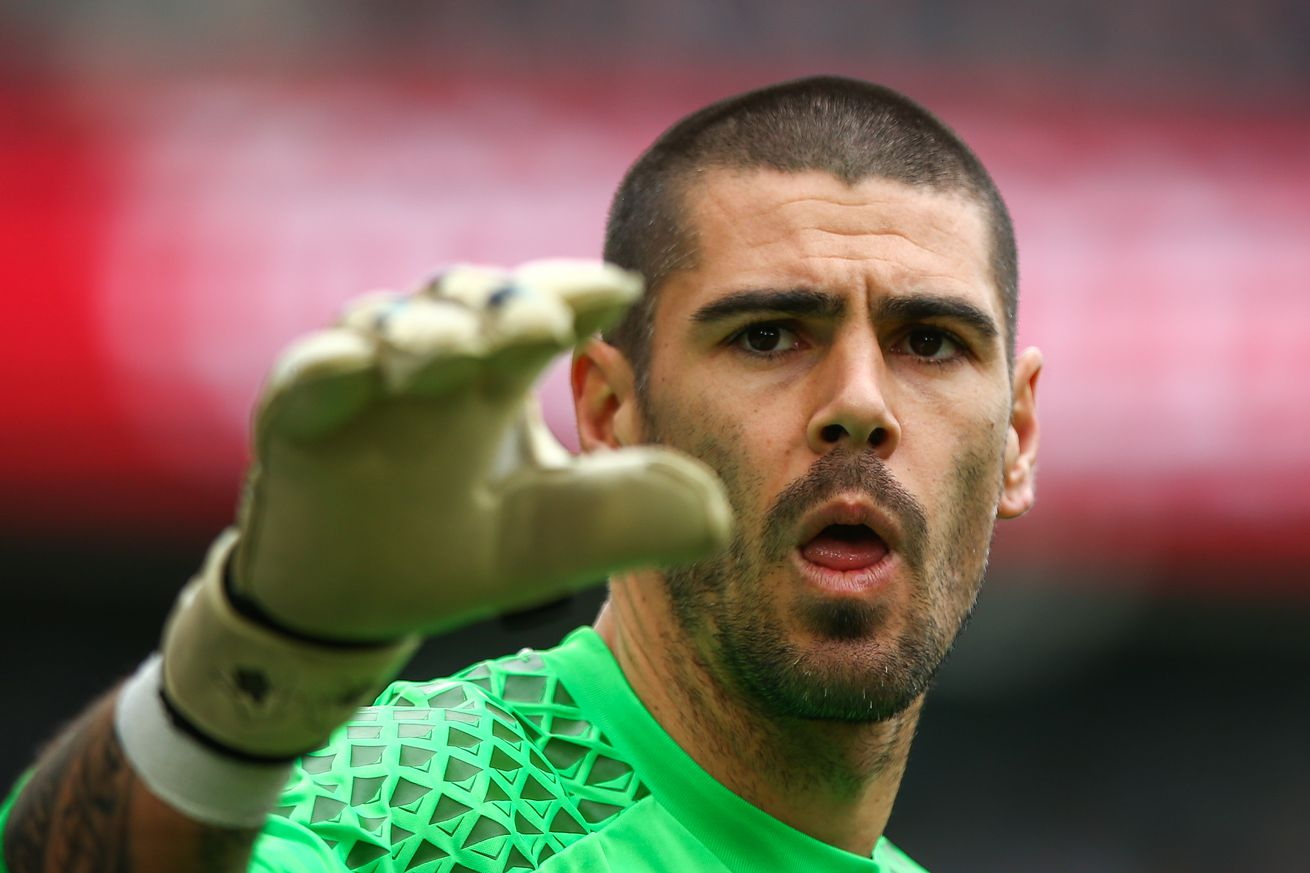 Victor Valdés offered Barcelona B & Juvenil A jobs - report