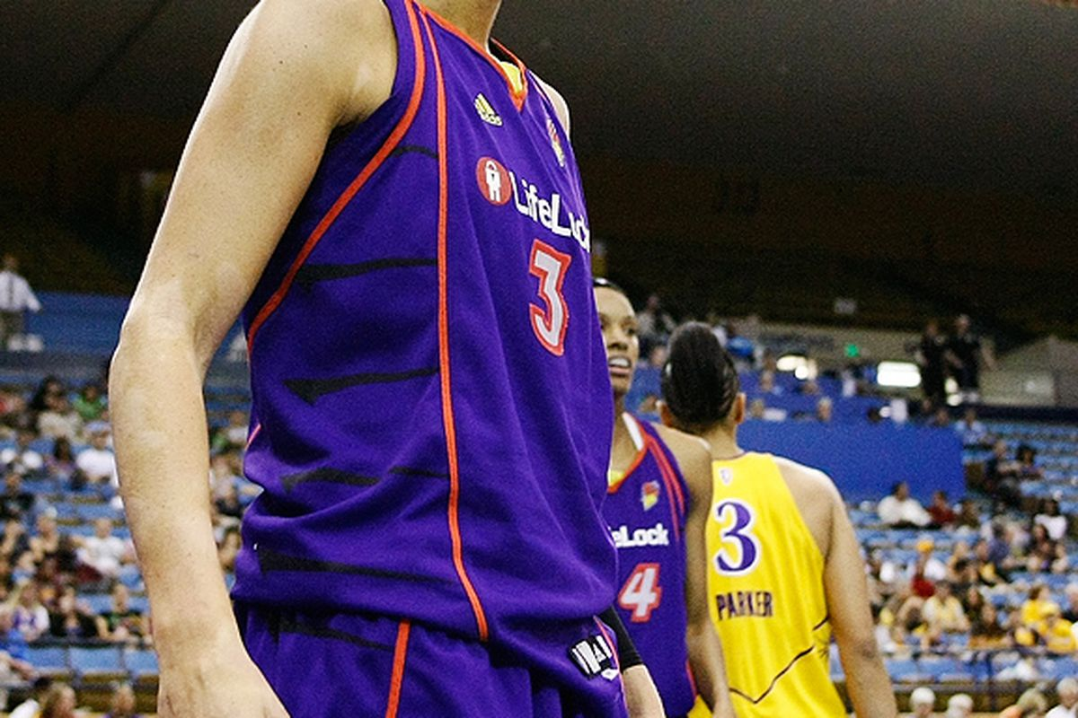 Phoenix Mercury star Diana Taurasi lead her team past the LA Sparks to take a 1-0 lead in the WNBA Western Conference Finals. <em>September 23, 2009. Los Angeles, CA. Photo by Craig Bennett</em>