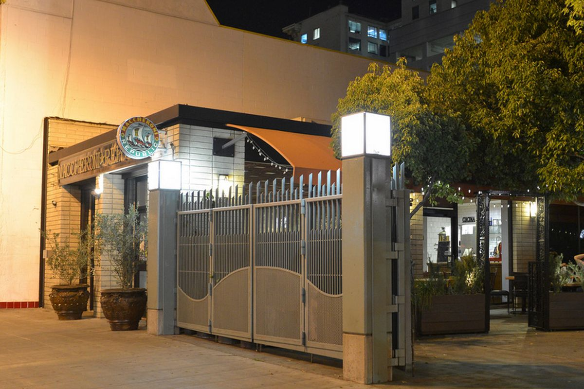 LA\'s Maccheroni Republic Wants to Be the Next Olive Garden - Eater LA