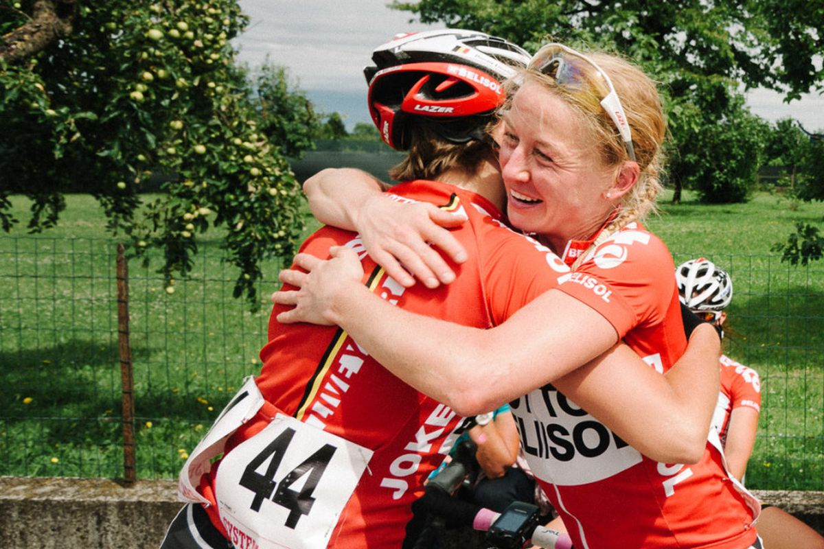 Emma Pooley celebrates after winning Stage 6 of the 2014 Giro Rosa