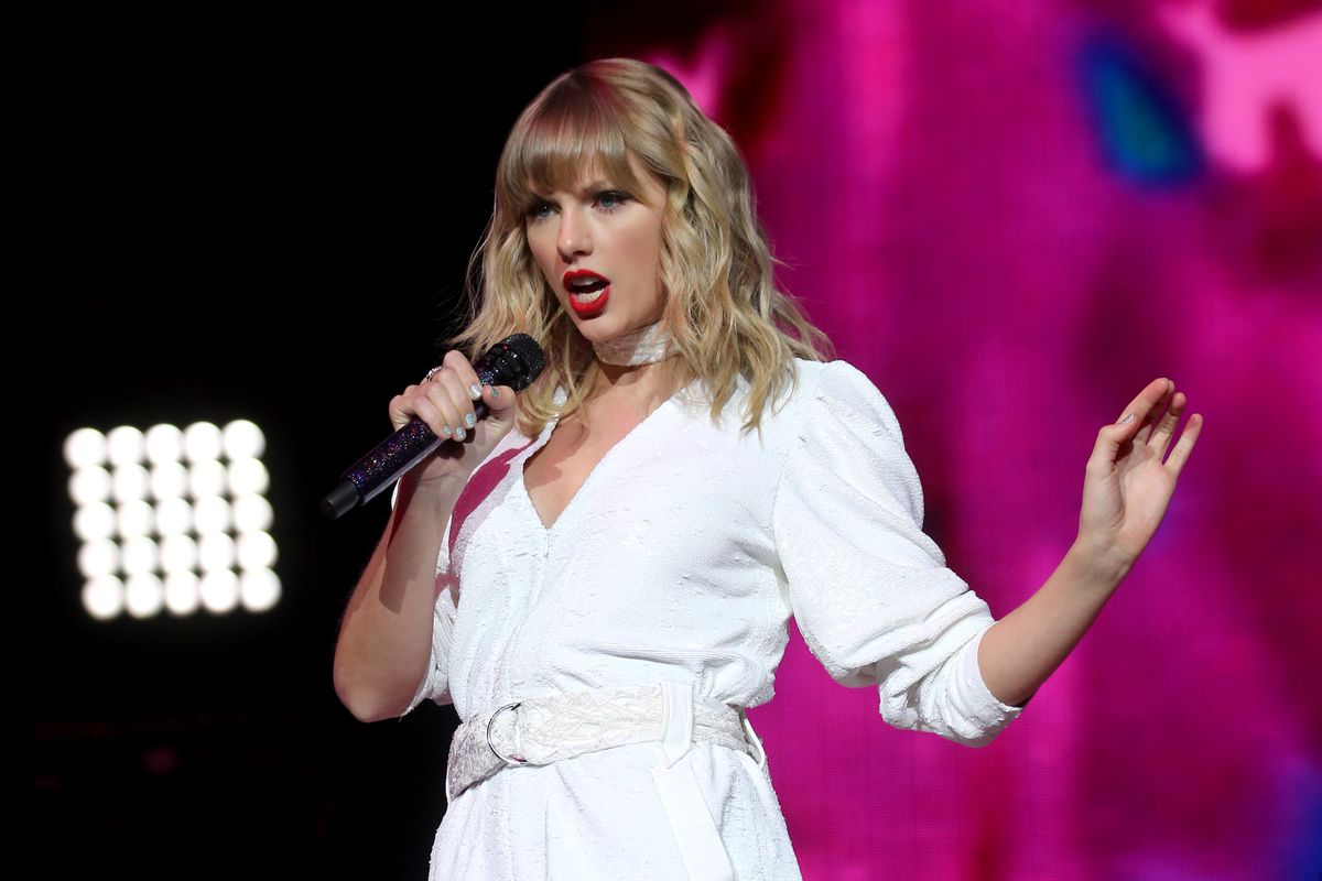 Taylor Swift performing in London