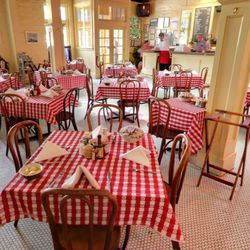 S&D Oyster Bar feels a little like New Orleans, but it's been around long enough (26 years) that it also feels decidedly Dallas. Classic red-and-white checked tablecloths and cheerful yellow walls create a timeless feel, one that's reinforced by the delig