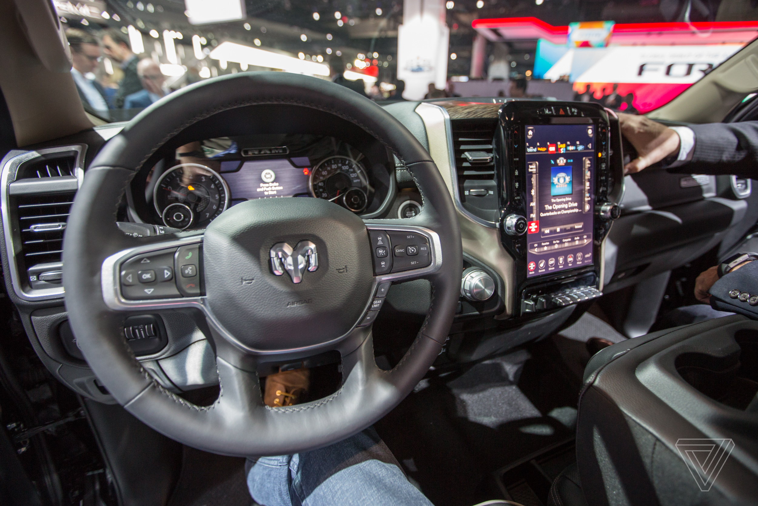 The new 2019 Ram 1500 has a massive 12-inch touchscreen ...