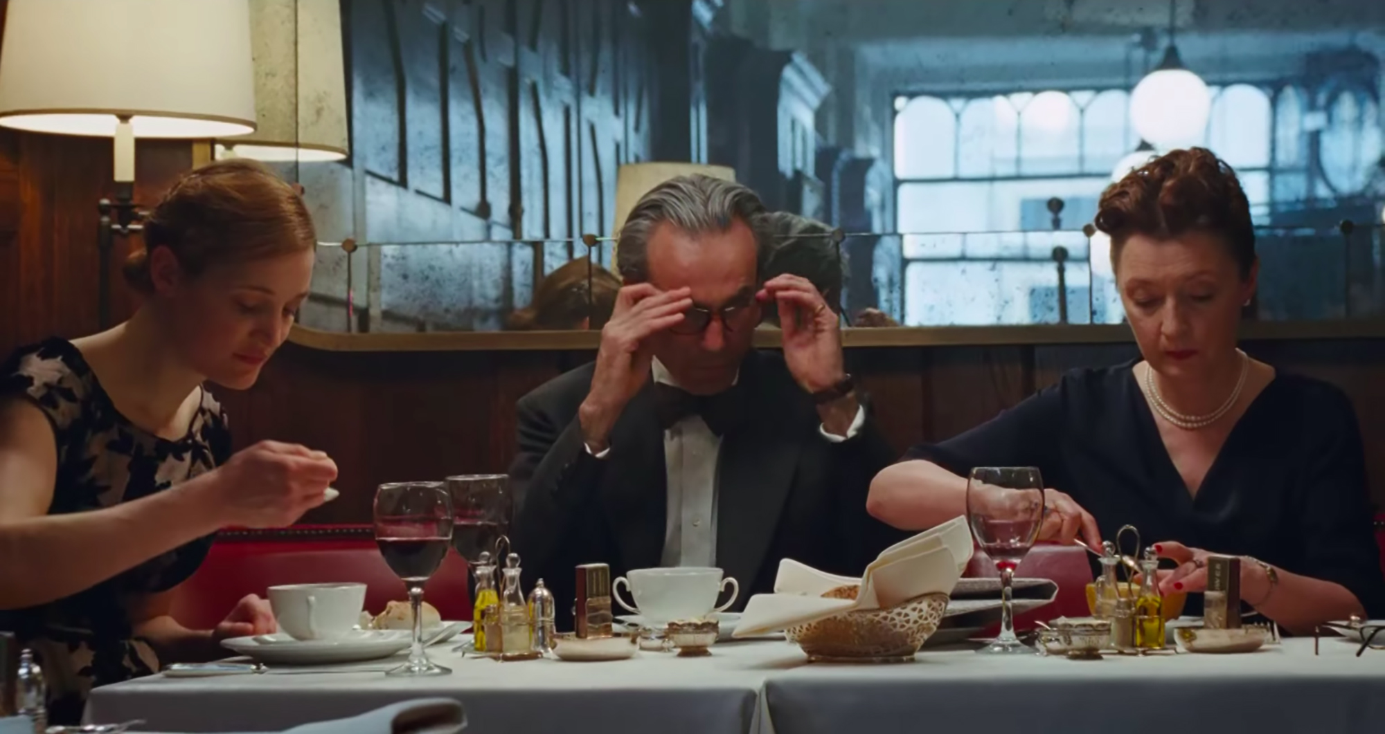 dining is a minefield in paul thomas anderson�s �phantom