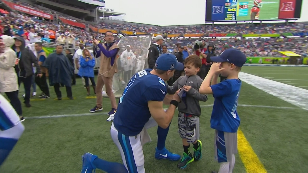 Drew Brees' sons start fighting during ESPN interview at Pro Bowl
