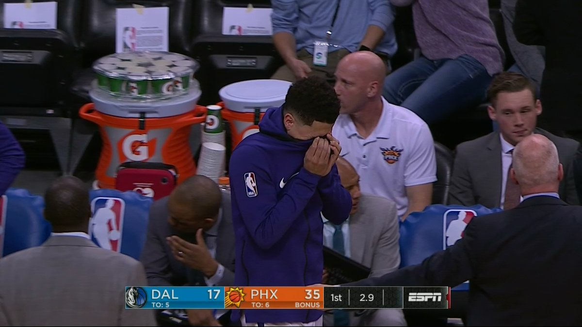Suns' Isaiah Canaan leaves game with gruesome injury