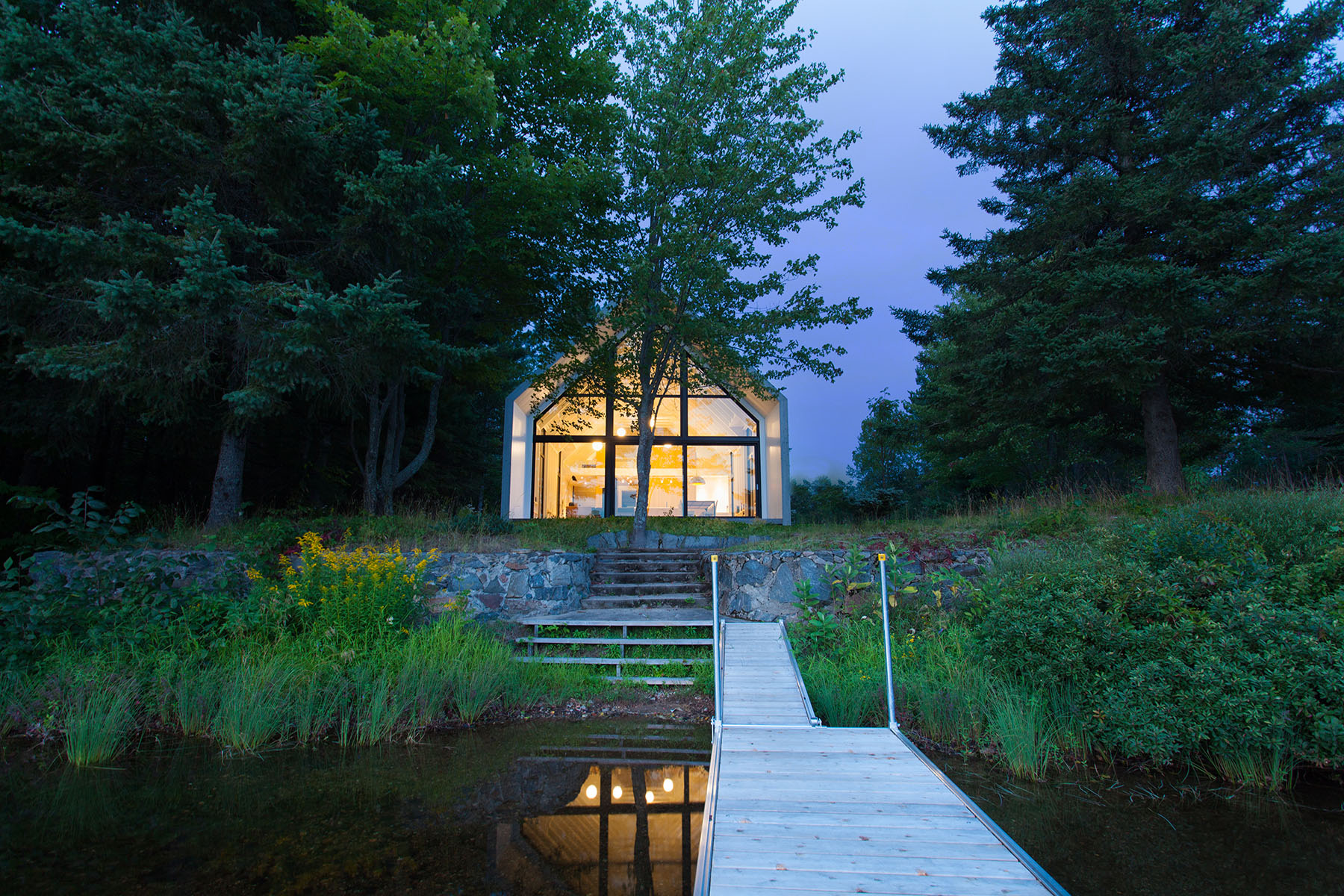 Gorgeous Modern Cabin Overlooks Lake In Quebec Curbed