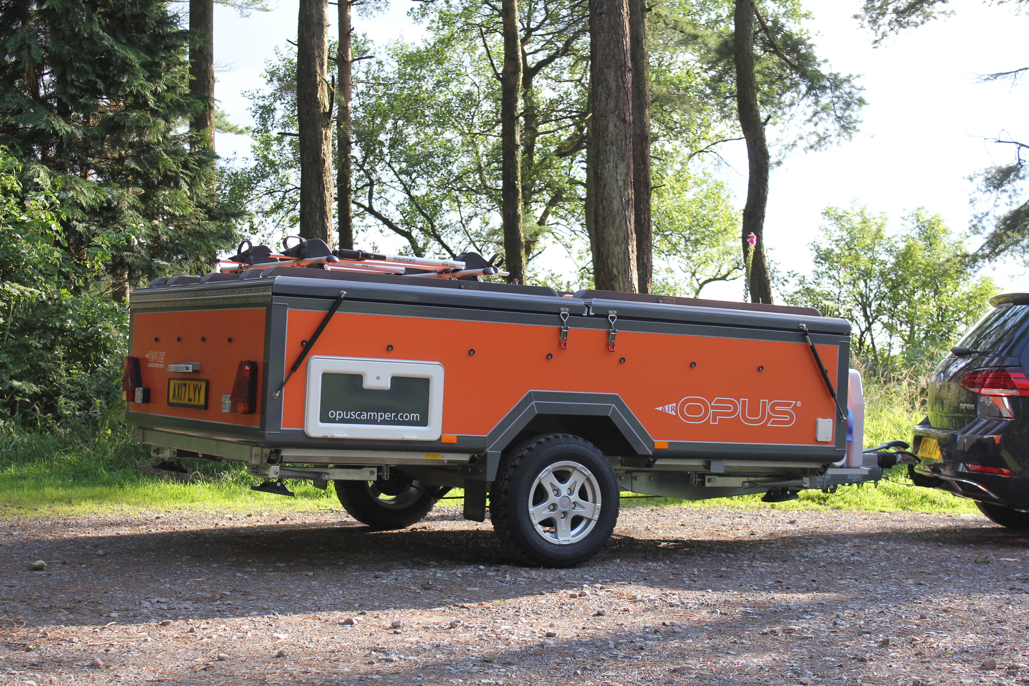 Self-inflating camping trailer sets up in just 90 seconds