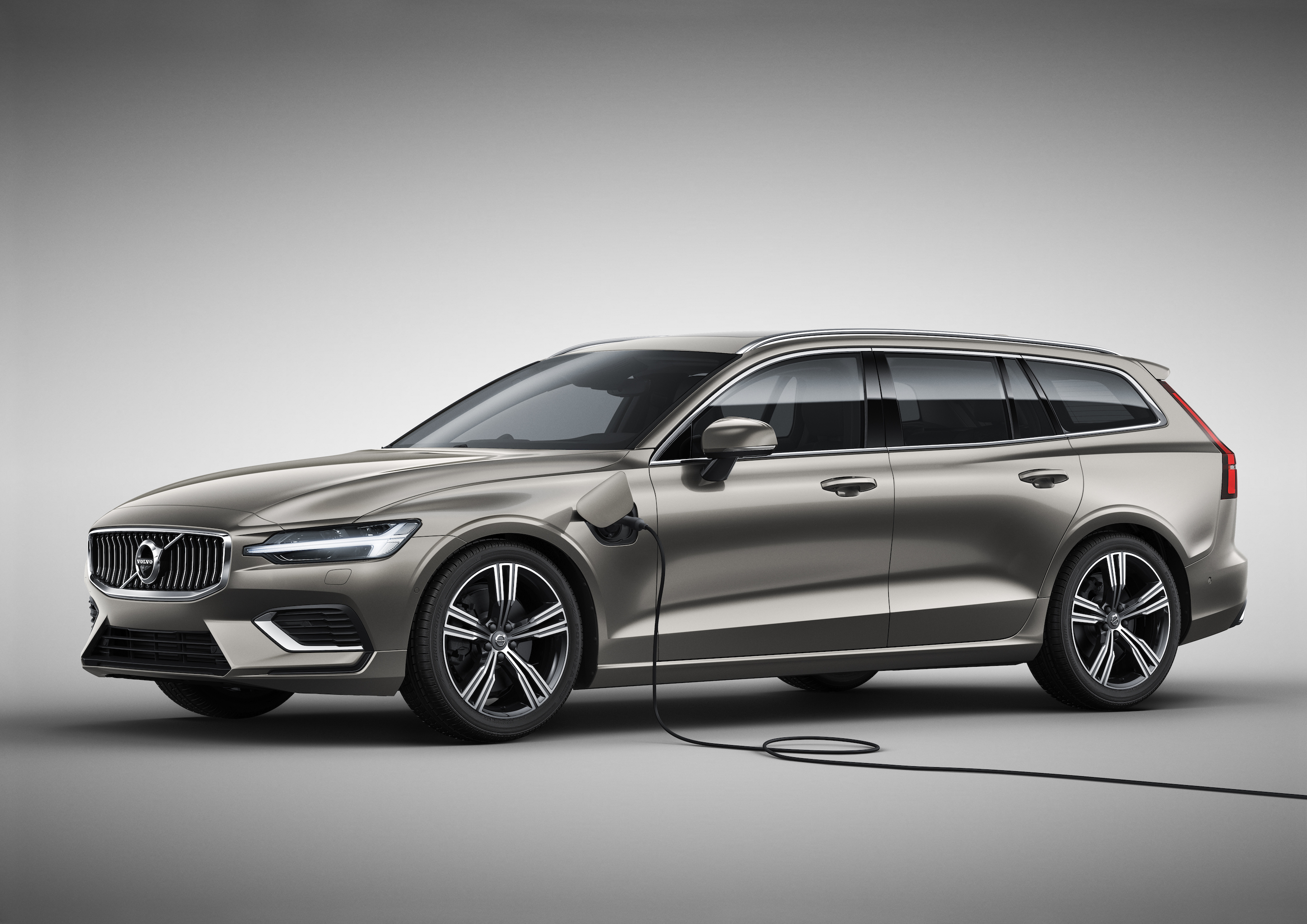 the new volvo v60 is a sleek wagon with more semi autonomy the verge. Black Bedroom Furniture Sets. Home Design Ideas