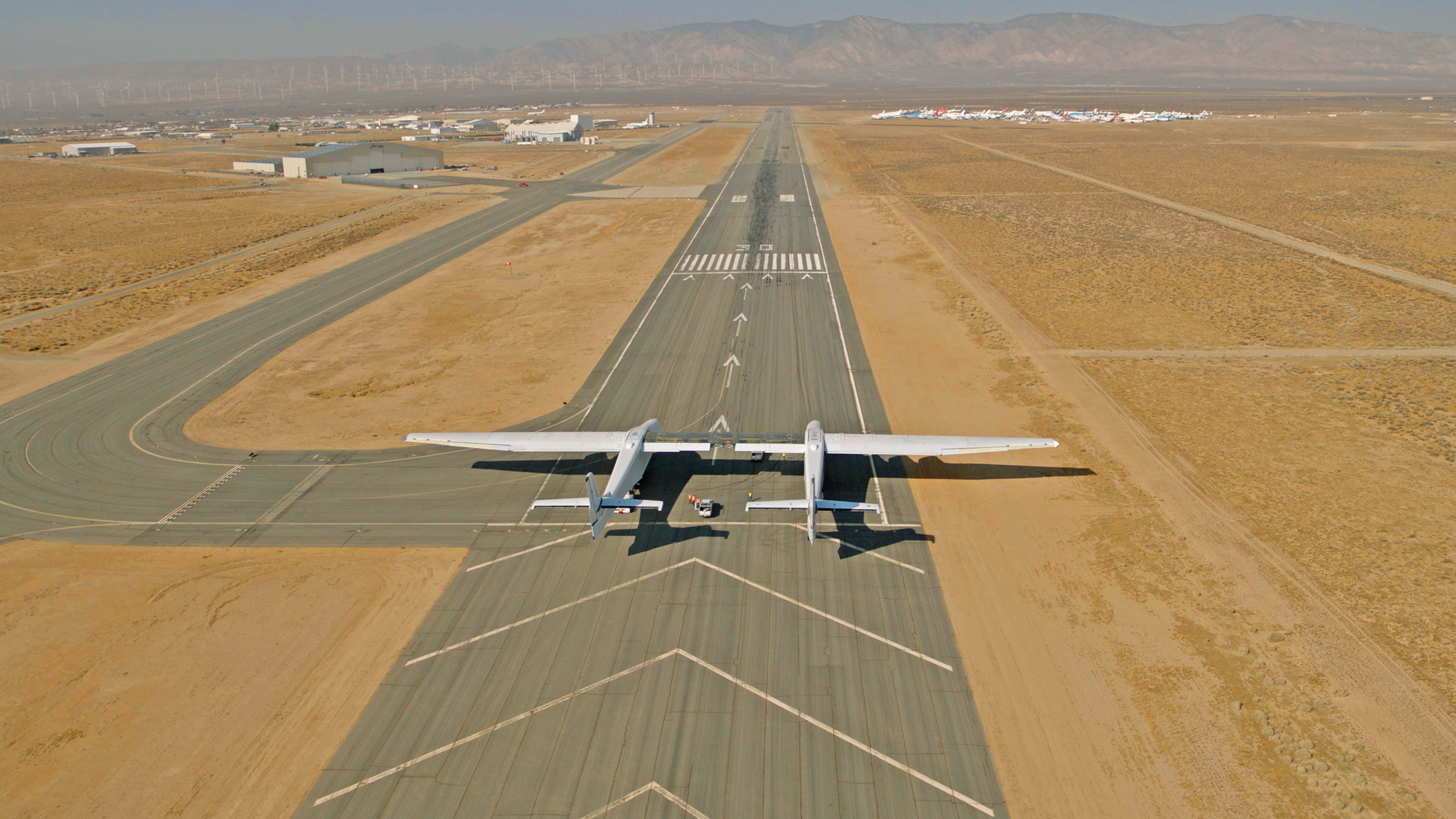 watch the world s biggest airplane taxi down a runway as it preps