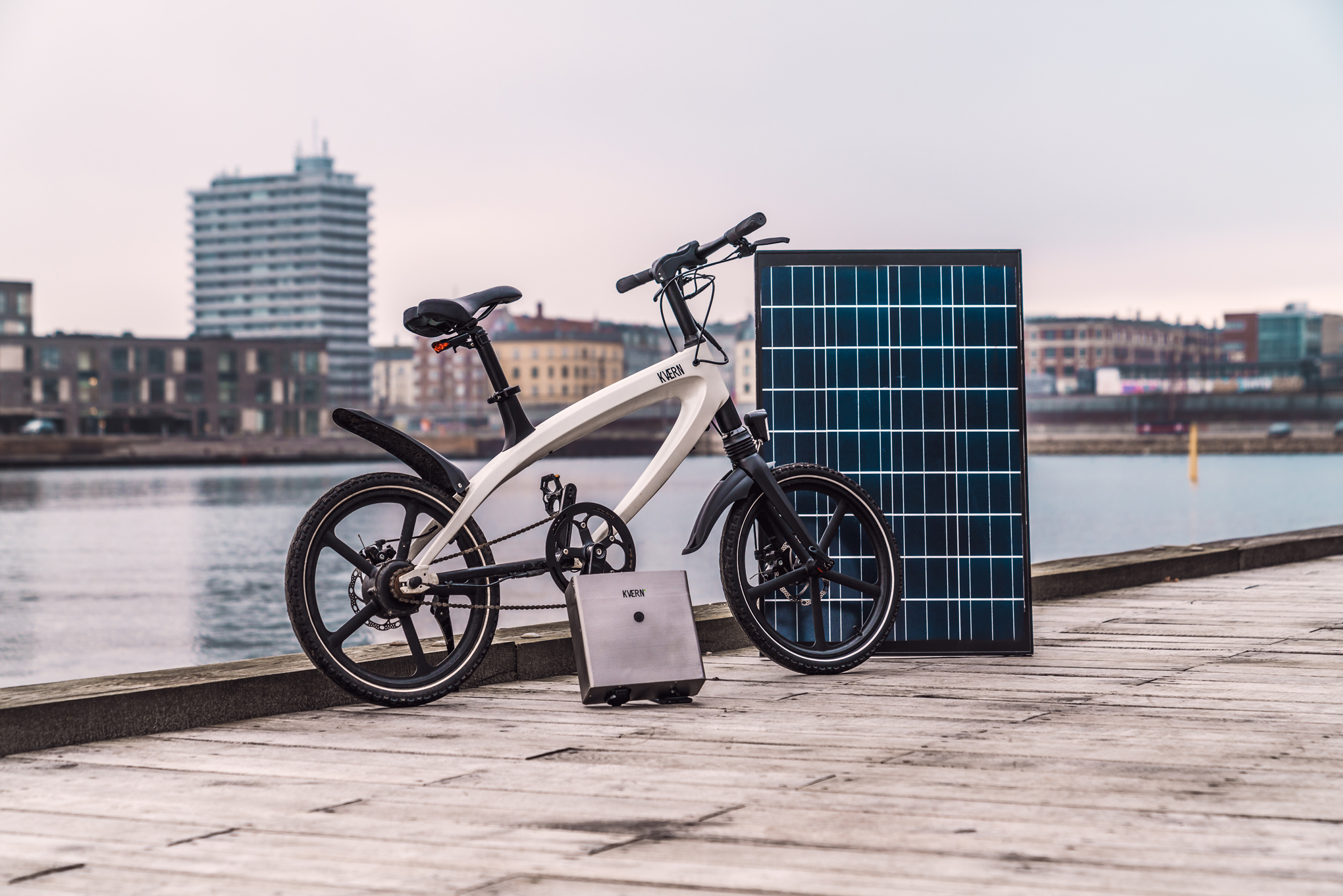 this stylish e bike comes with a solar powered battery. Black Bedroom Furniture Sets. Home Design Ideas