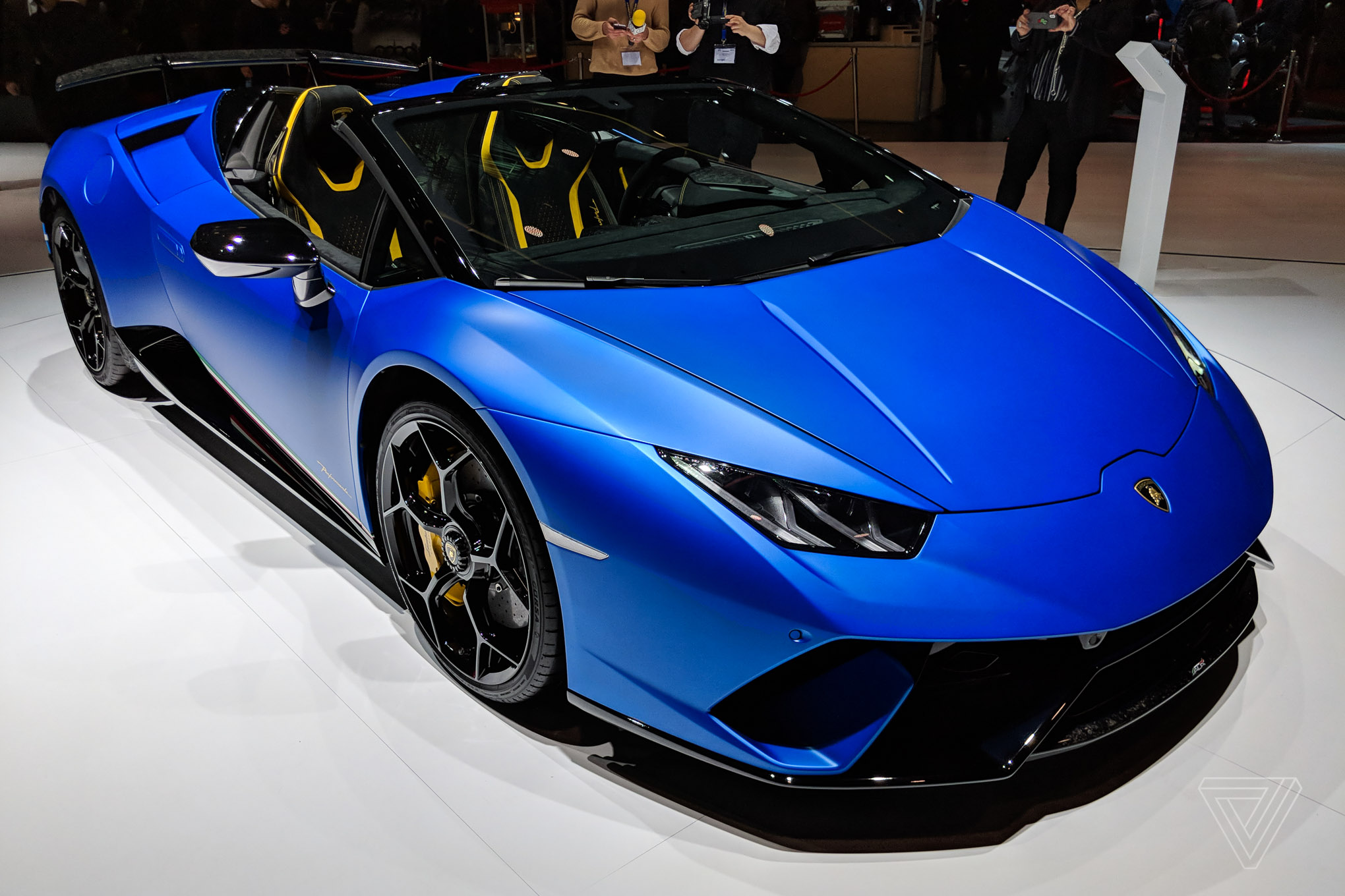Lamborghini S Convertible Huracan Looks Stunning In Matte Blue The