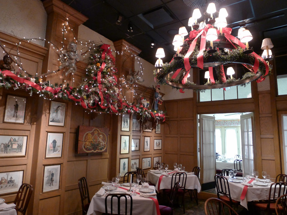 Ten DC Restaurants With Really Festive Christmas Decor - Eater DC