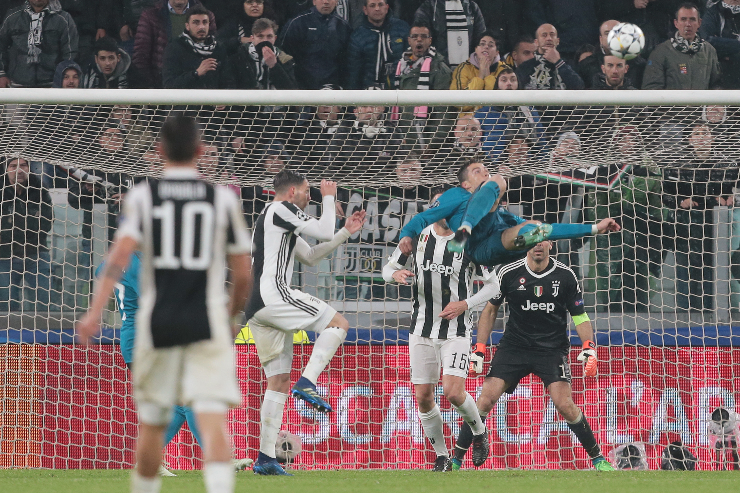 Look At This Sick 3 Picture Sequence From The Cristiano