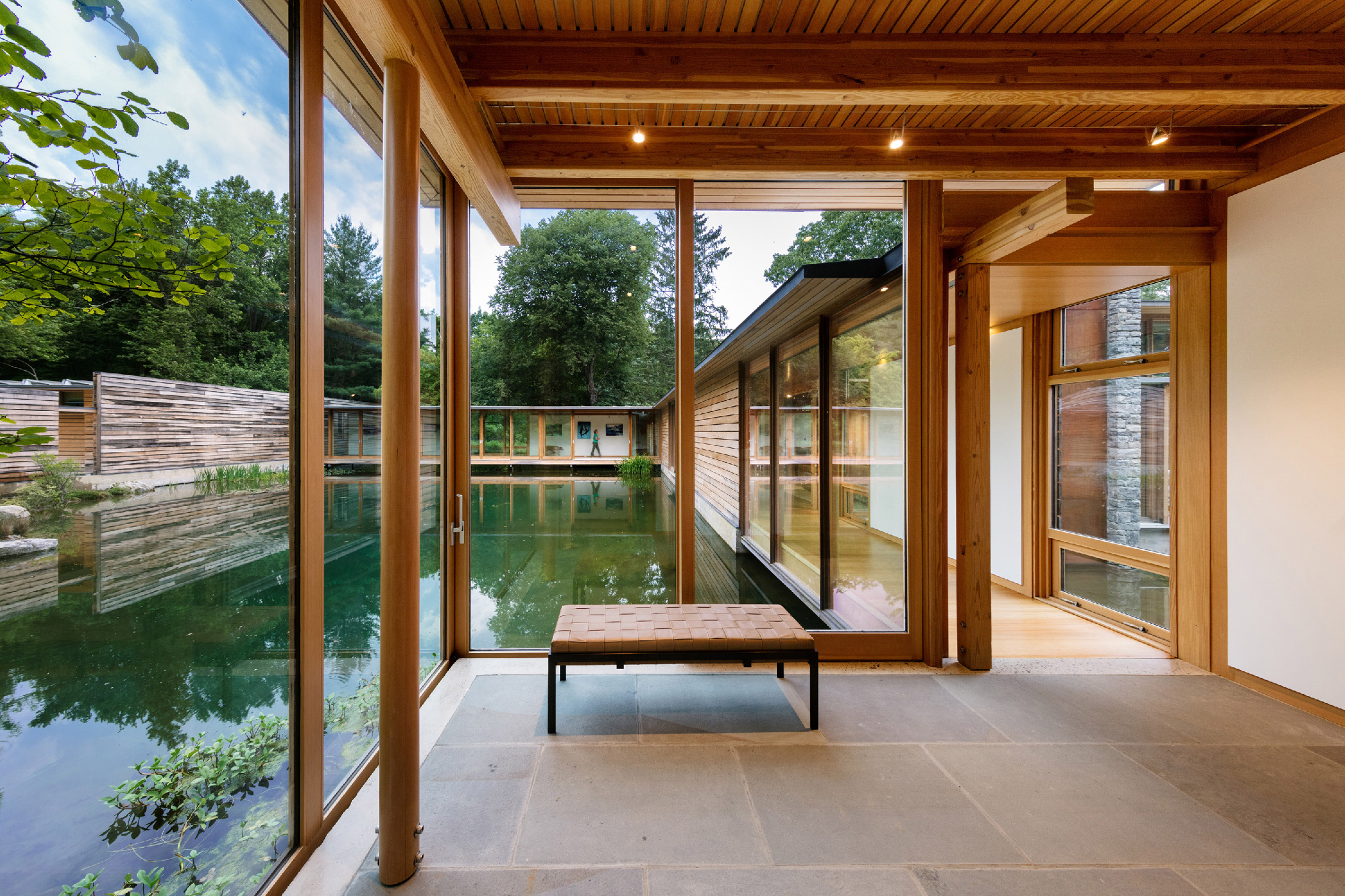 Modern house in Connecticut appears to float on water