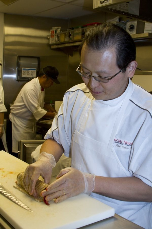 See Social House S John Chien Lee Make The Ultimate Roll