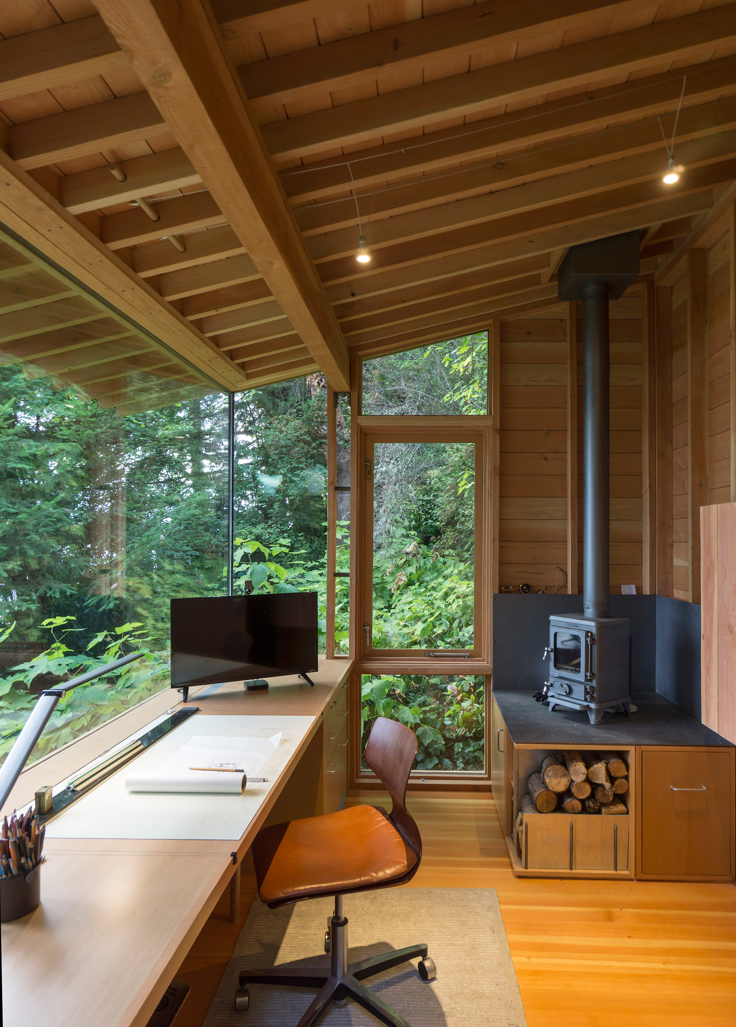 Architect's tiny studio doubles as a hangout for his daughter