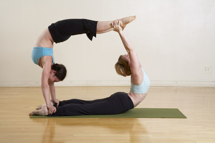 10 Best Yoga Poses for Fast Weight Loss & Flat Stomach