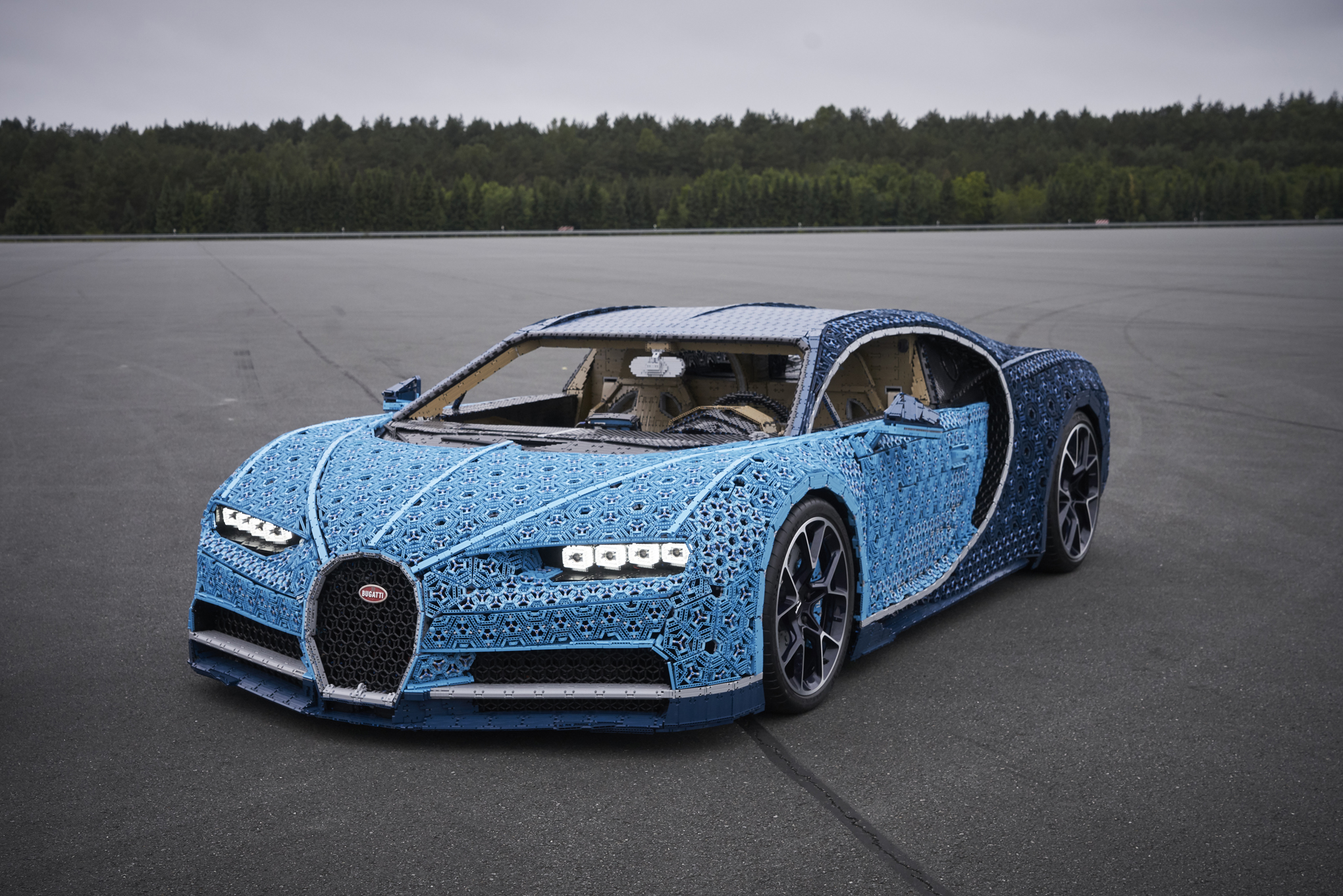 lego built a drivable bugatti chiron with over 1 million. Black Bedroom Furniture Sets. Home Design Ideas