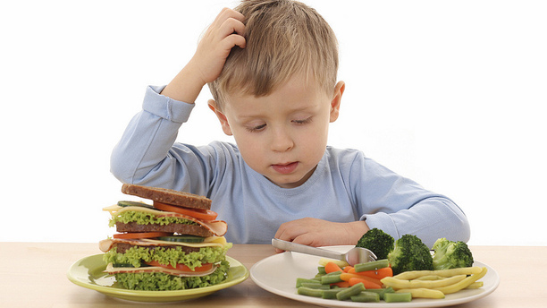 10 Foods You Should Never Feed Your Kids, According To A Nutritionists
