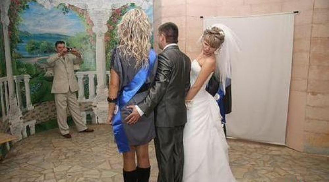 Top 10 Amazing Weird WTF Wedding Photos