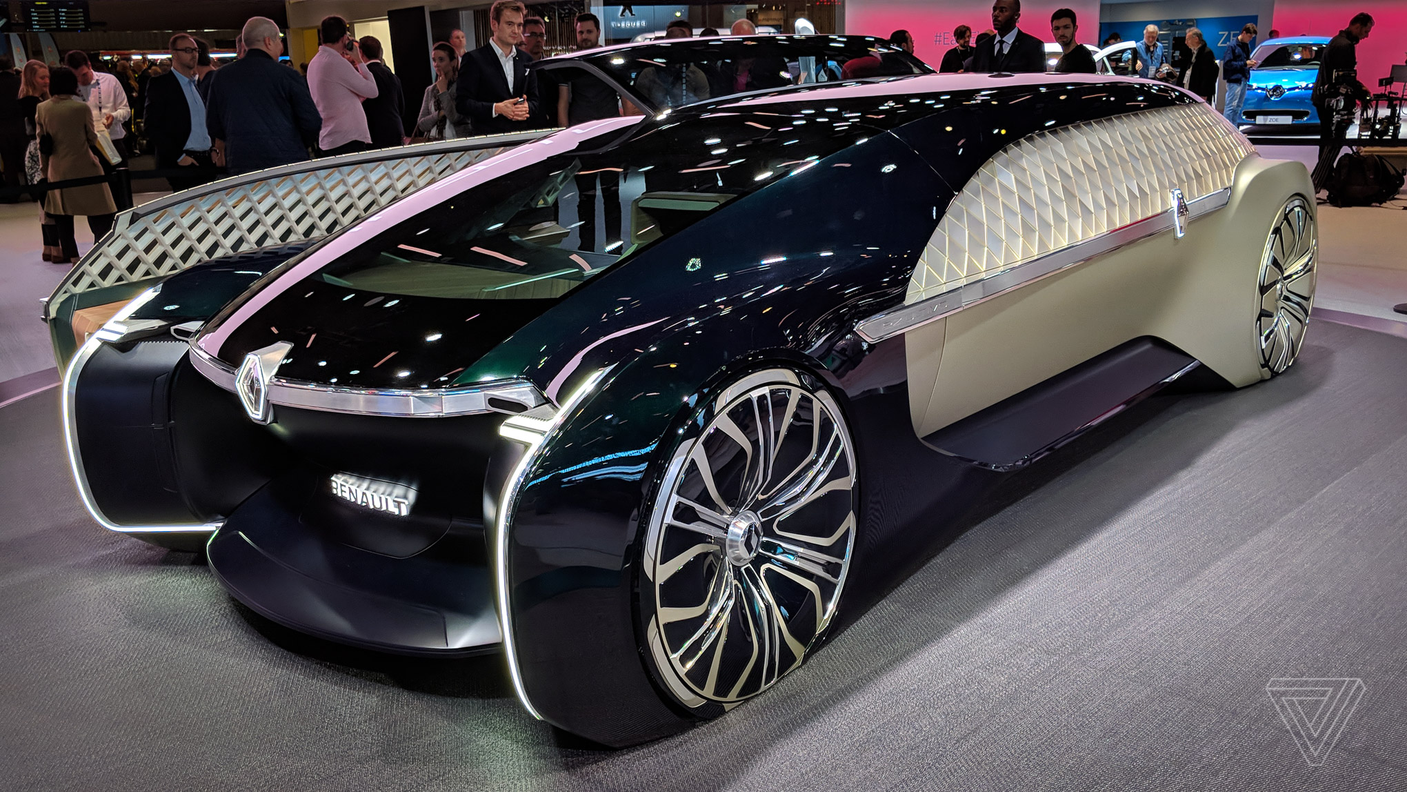 Luxury Vehicle: Renault's EZ-Ultimo Self-driving Concept Is A Giant Slice