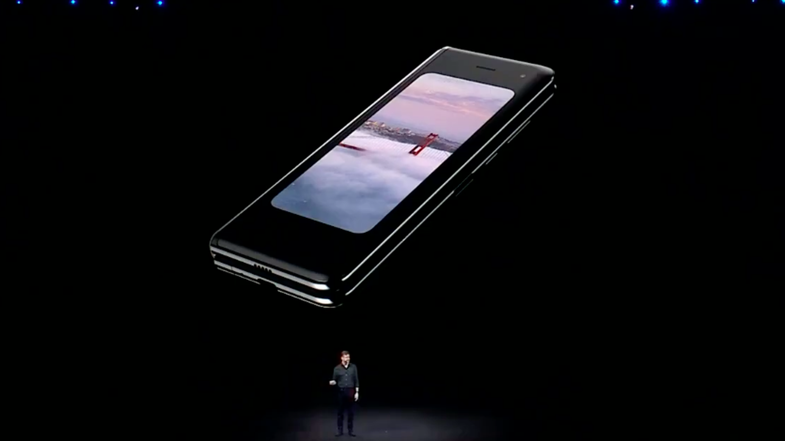 galaxy-fold-folded-up-samsung-unpacked.0.png