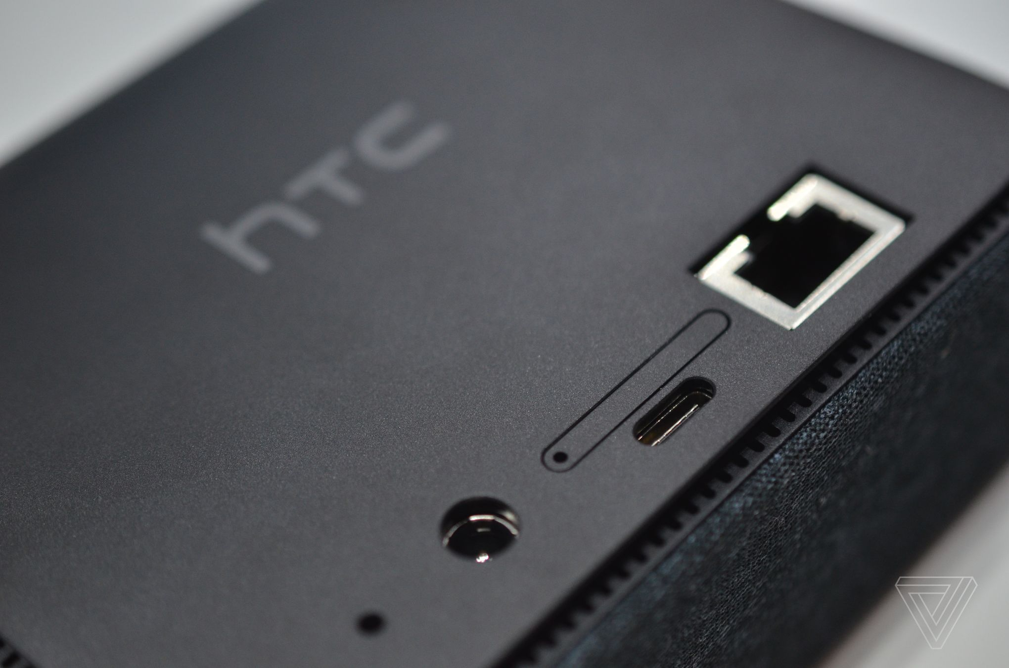 HTC's 5G Hub is a 5G hotspot, Android entertainment device, and