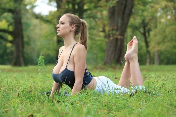 Top 10 Best Yoga Poses for Fast Weight Loss & Flat Stomach