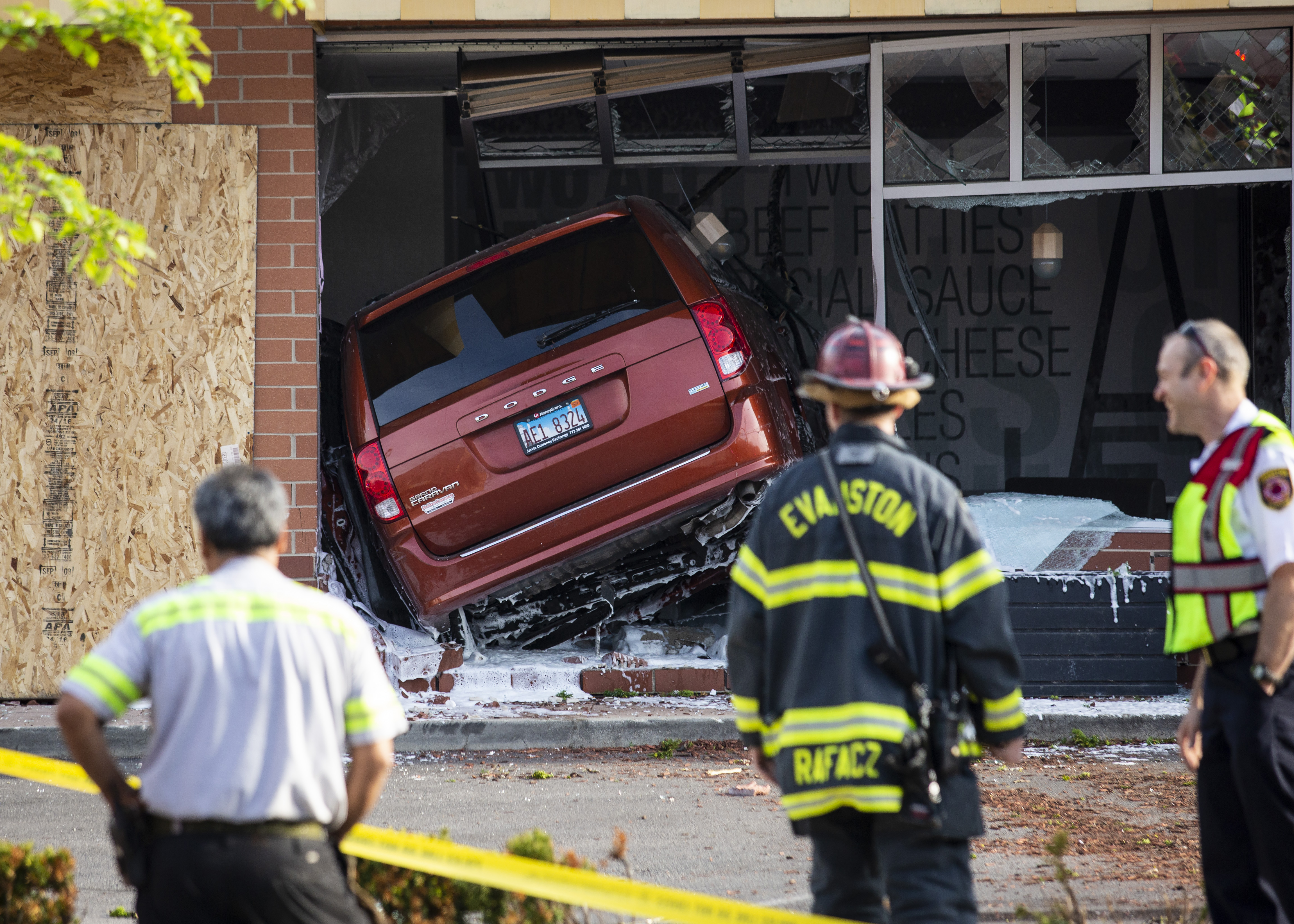 Minivan Crashes Into Evanston Mcdonald S Chicago Sun Times
