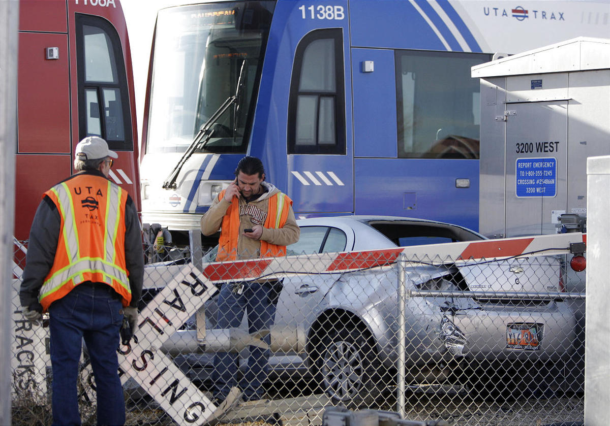 Driver injured in TRAX-car accident in West Jordan - Deseret