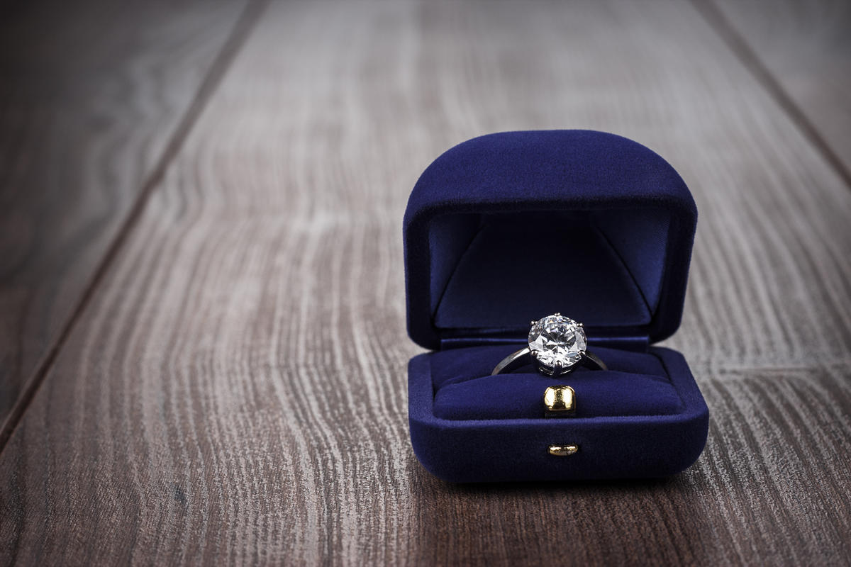 Do I need to tell my new girlfriend I was engaged before