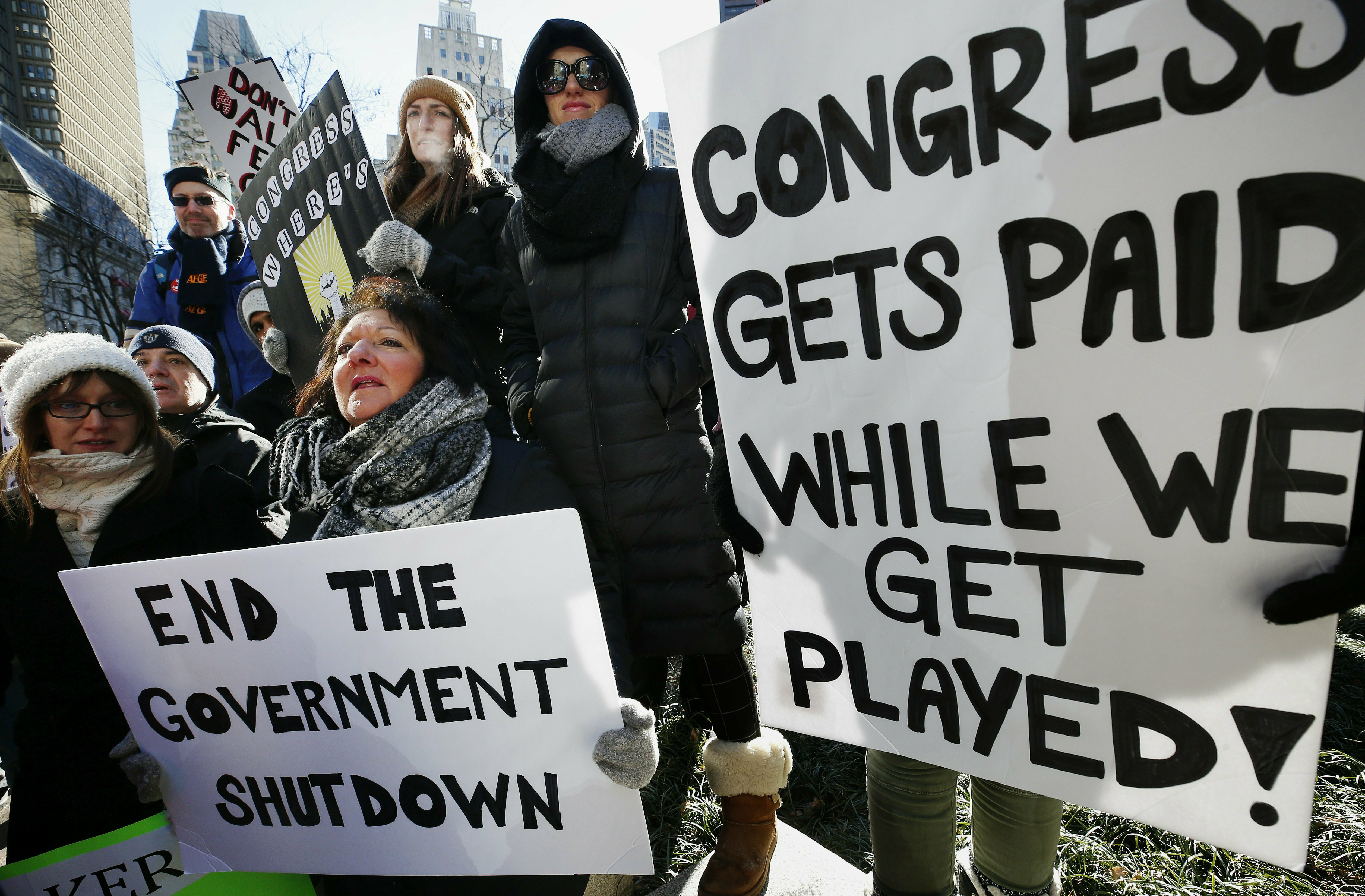 Federal workers get $0 pay stubs as shutdown drags on