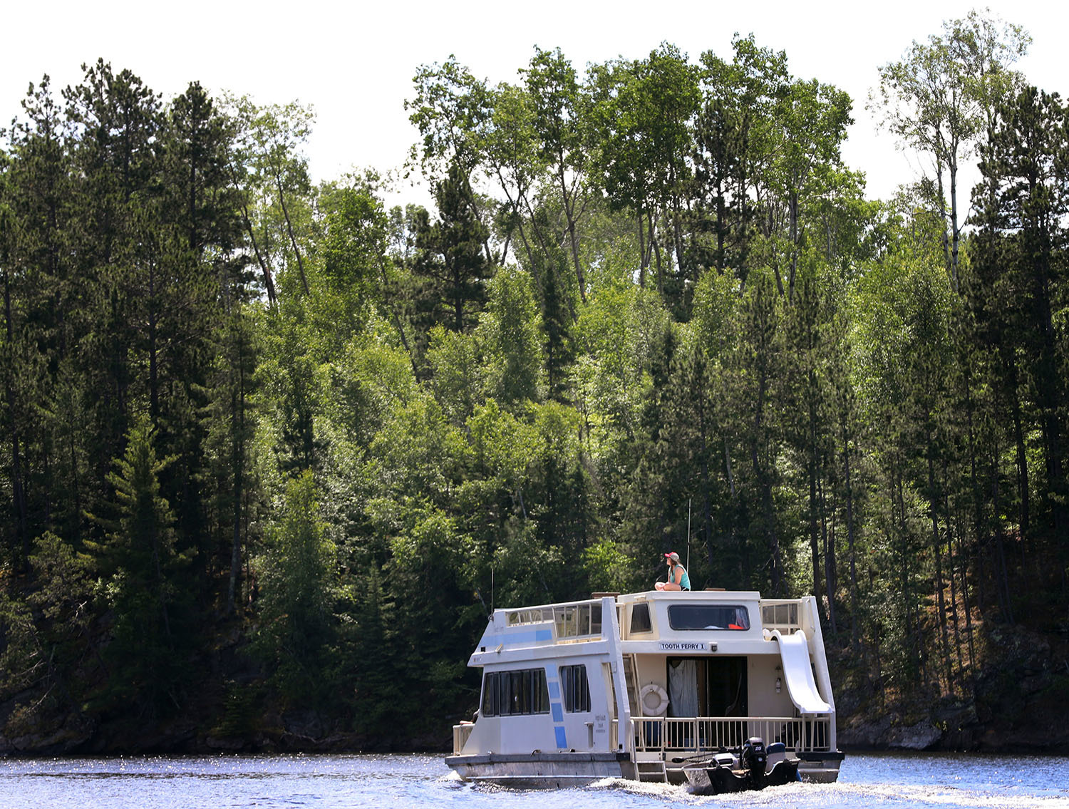 A houseboat plies the waters of Namakan Lake in Voyageurs National Park