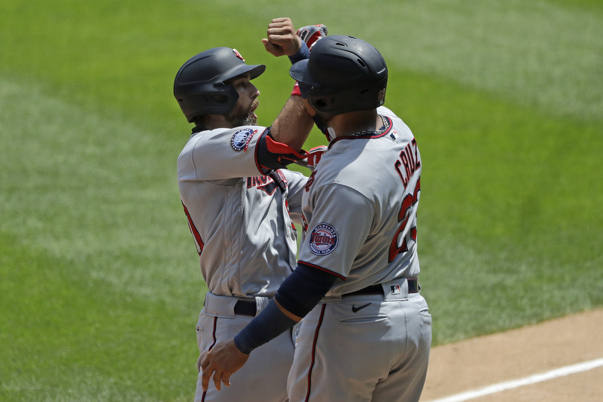 Cruz drives in seven, Cave hits grand slam as Twins smash White Sox 14-2