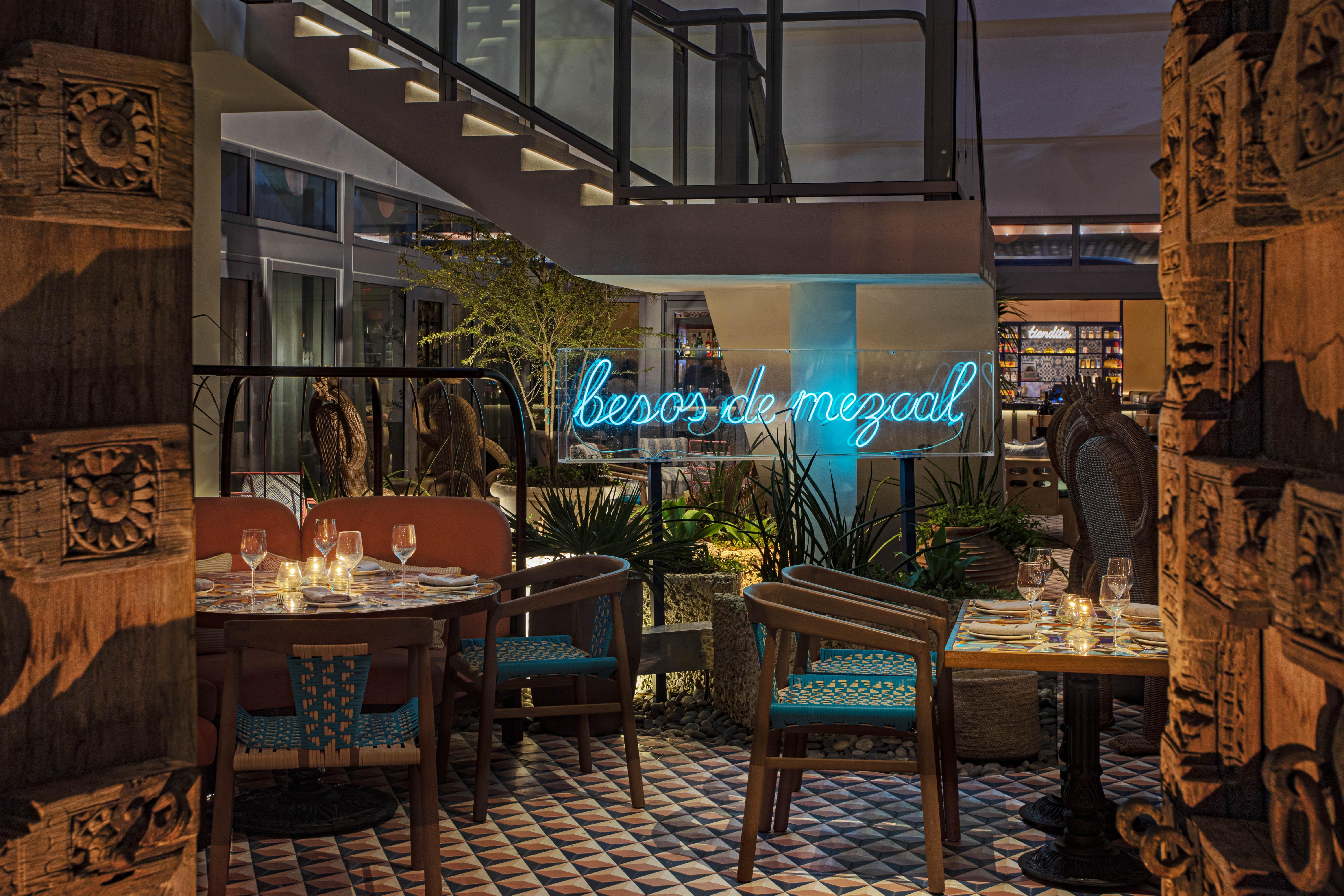 Como Como Miami La marca local de Miami, Coyo Taco Group, se está expandiendo este mes con varias aperturas recientes, incluida Serena en el hotel Moxy Miami South Beach y el Oasis en Wynwood