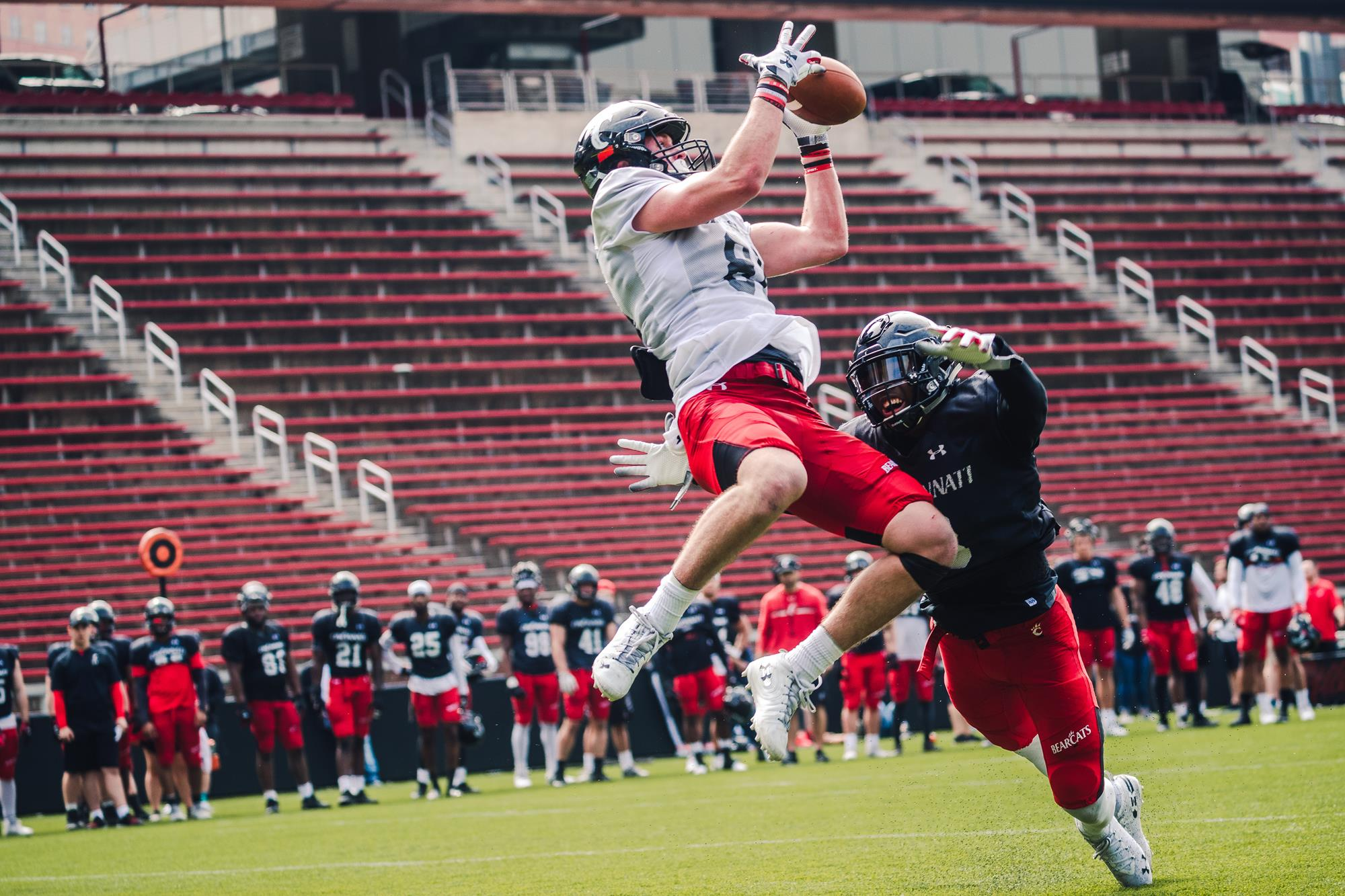 Whyle_jumping_catch_Hicks_defense.0.jpg
