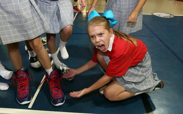 This Little Girl Is Amazed By Anthony Davis Shoe Size -8922